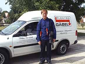 Olaf Gäbel vor seinem ersten Firmenwagen !
